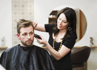 Mann-beim-Friseur.jpg