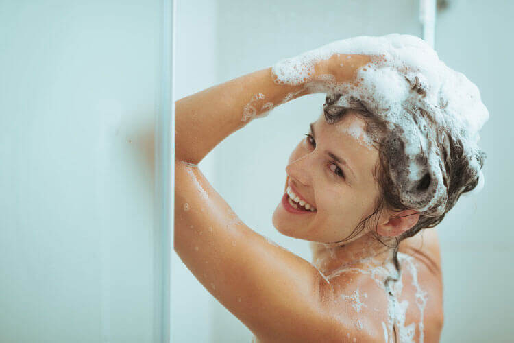 Regaine-Haare-waschen.jpg
